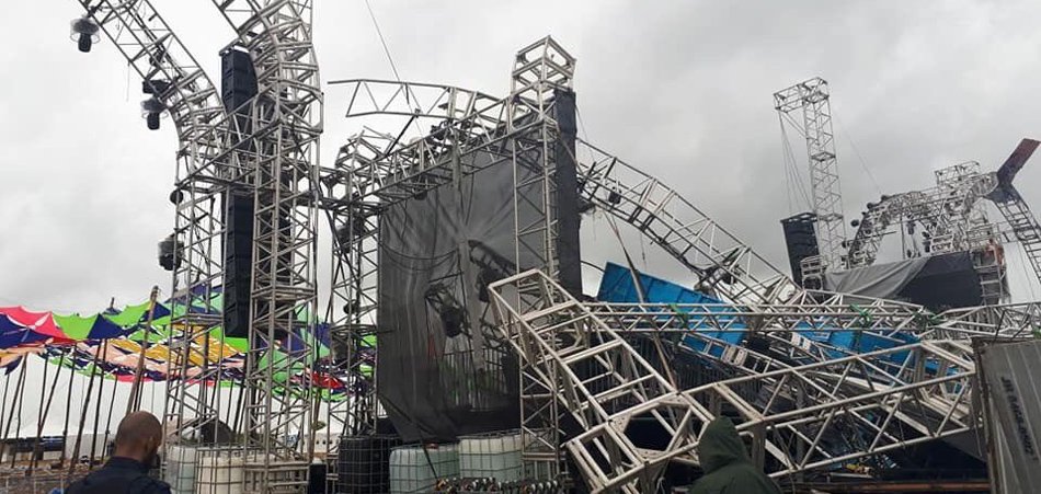 DISASTER! Stage Collapse at Atmosphere Festival in Brazil
