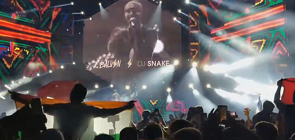 "DJ Snake & J Balvin drive the crowd CRAZY with ""Mi Gente"" at Ultra Miami 2018"